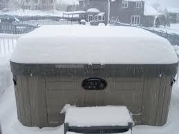 Snowy-Hot-tub