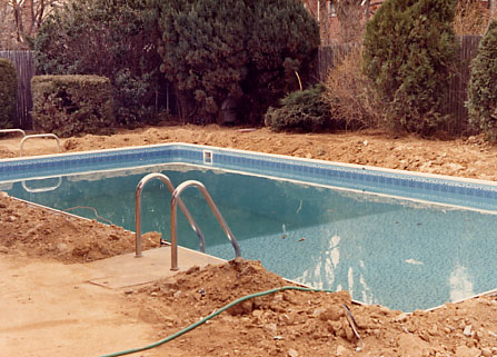 How do they build an inground swimming pool